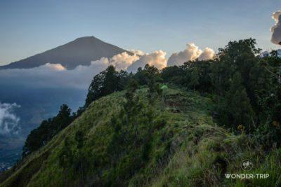 Randonnée du Gunung Pergasingan : lever de soleil sur le Volcan Rinjani