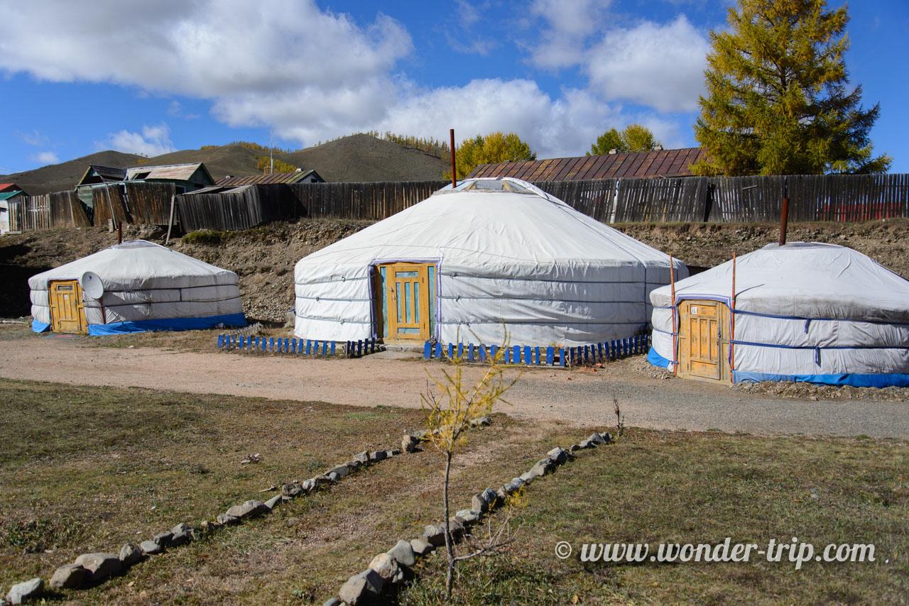 Camp de yourtes dans le parc national de Terelj