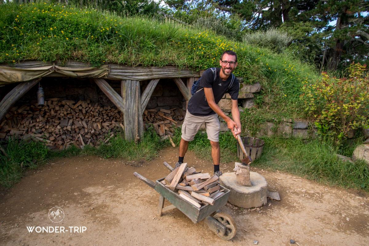 Hobbiton Village hobbits - Un hobbit au travail