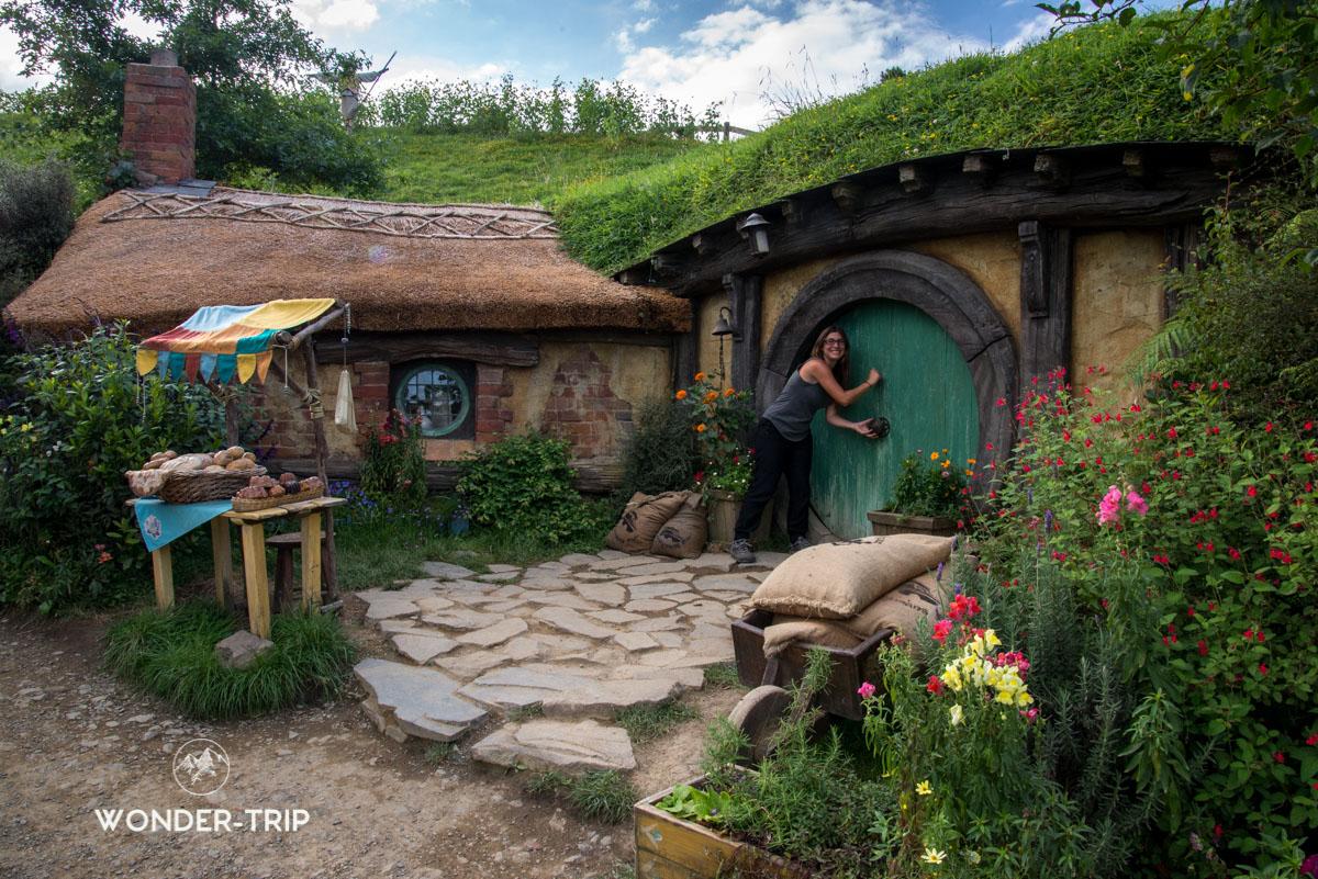 Hobbiton Village hobbits - Un hobbit rend visite à un ami