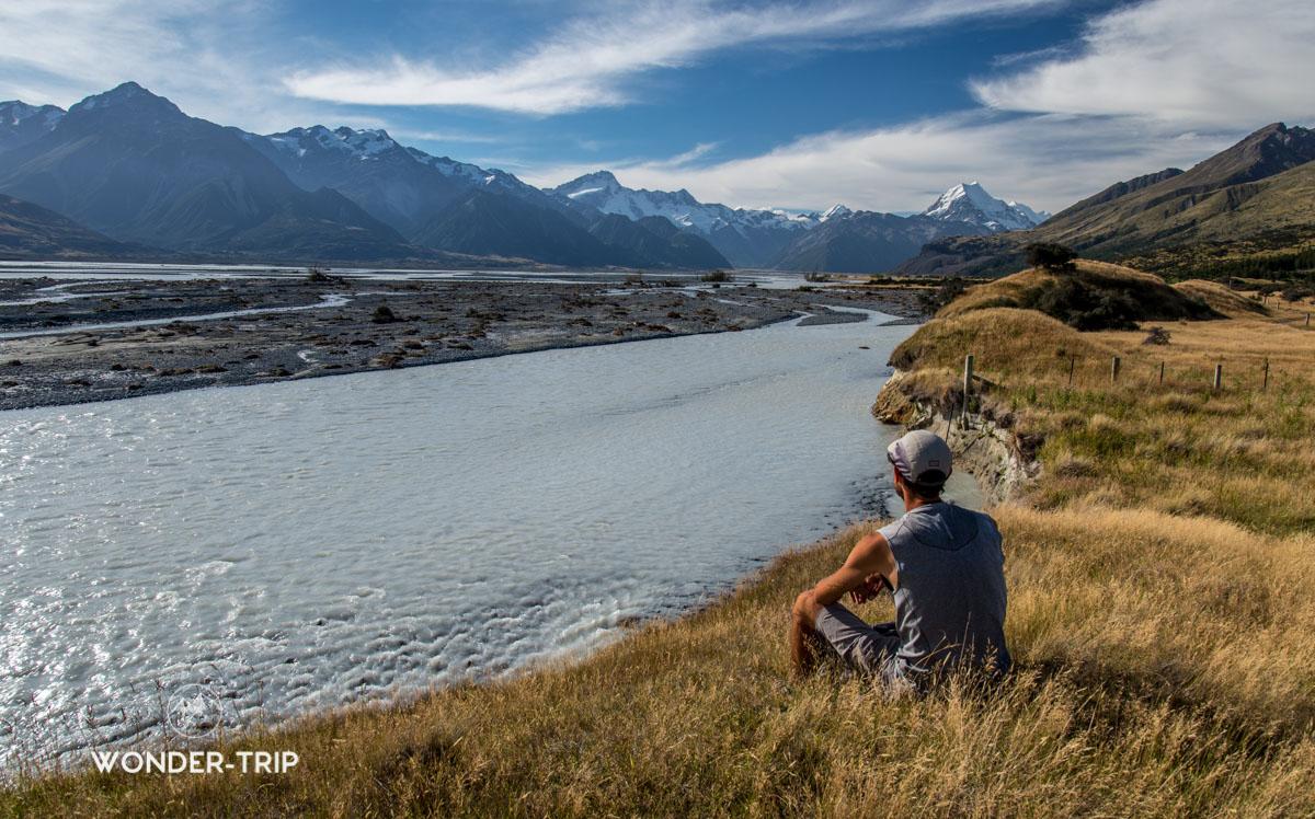 Randonnée au bord de la rivière Tasman au fond du lac Pukaki