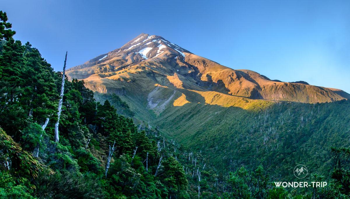 Mont Taranaki au lever du soleil