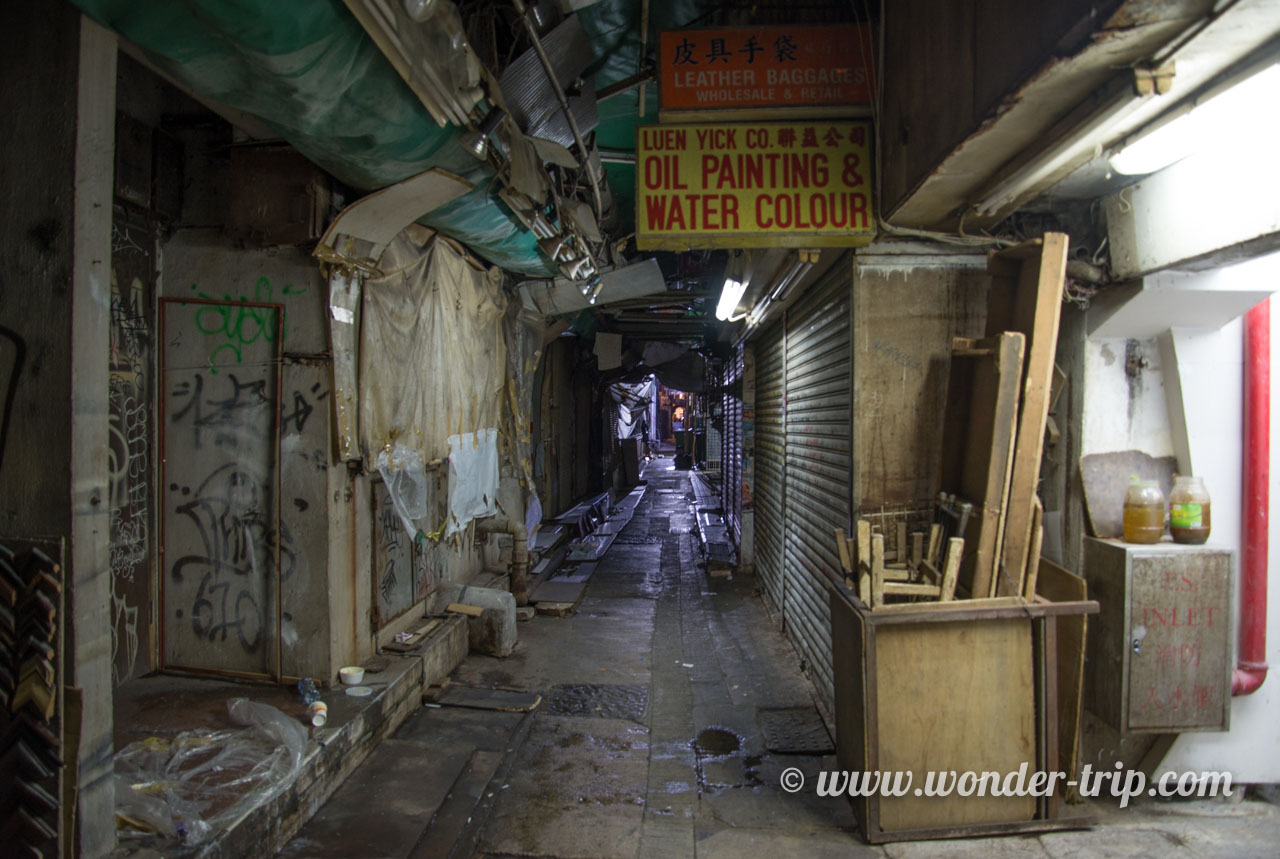 Ruelle au pied du Chungking mansion